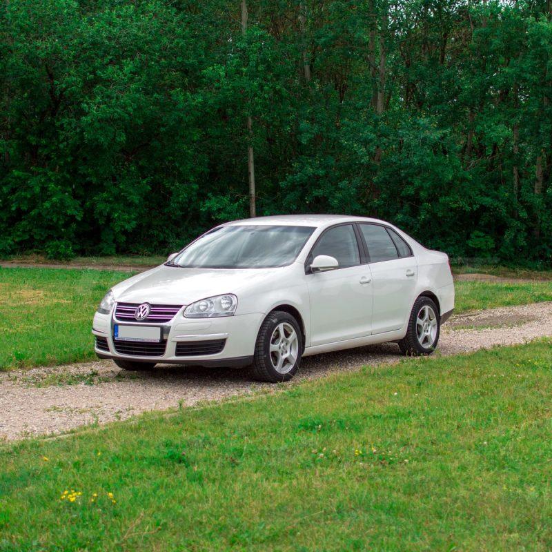 Volkswagen Jetta | Mikroautobusų ir automobilių nuoma 1